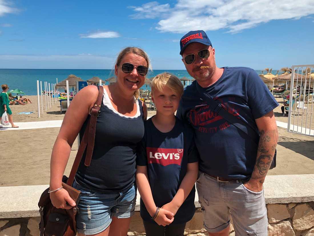 Familjen Svensson vid stranden i Copa del Sol