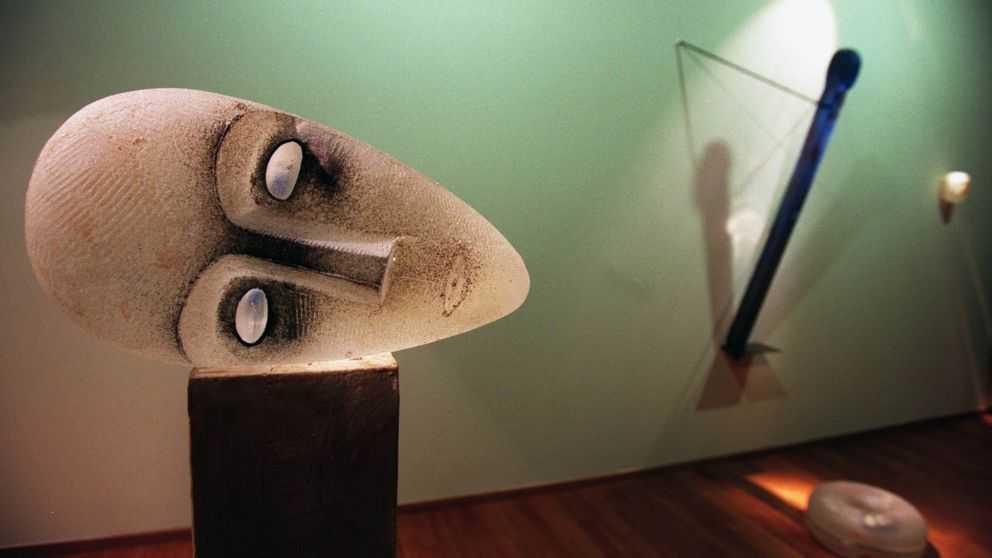 Konstverk av Bertil Vallien – dock ej det glashuvud som stals från Orrefors Kosta Boda.