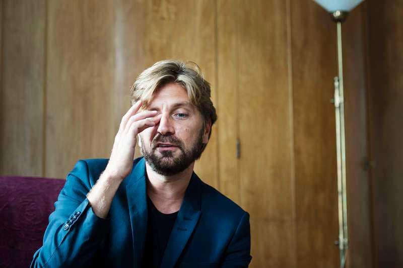 """BESVIKEN Ruben Östlund kan hänga tillbaka smokingen. Hans """"Turist"""" med den spektakulära lavinscenen slogs ut i sista stund inför Oscarsgalan."""
