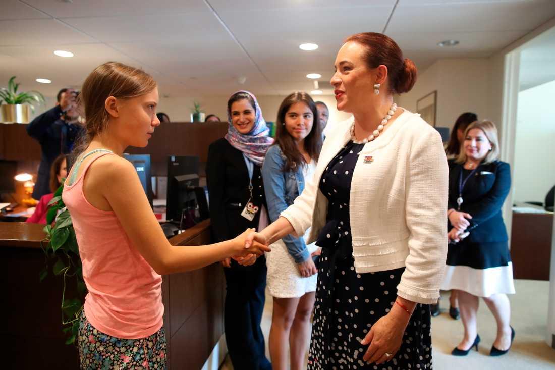 Ordförande för FN:s generalförsamling, María Fernanda Espinosa, hälsar Greta Thunberg välkommen.