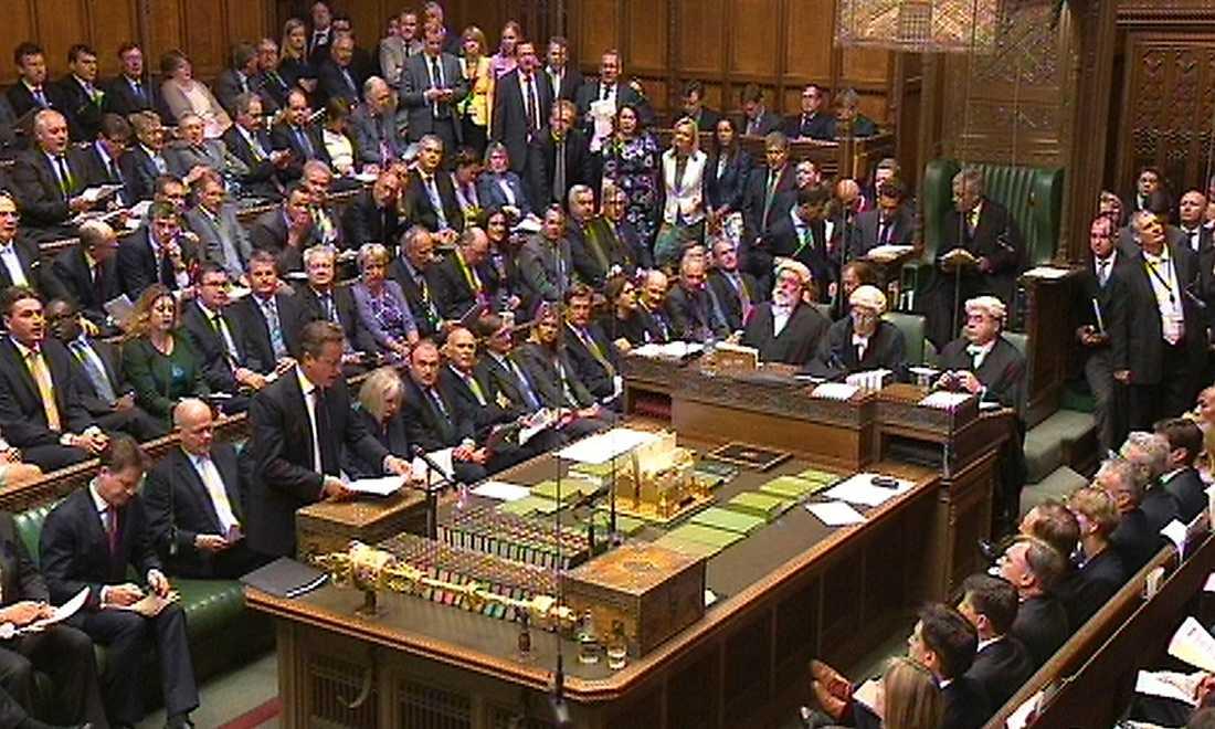 Röstades ned Den brittiska premiärministern David Cameron, stående till vänster, har i månader legat på USA angående Syrien. Men när Cameron i torsdags vurmade för att landet skulle delta i USA:s militära intervention fick han inte stöd av parlamentet.