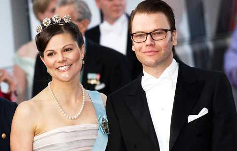 SOL I SINNE På danska drottning Margarethes födelsedag sken solen. Men på Victoria och Daniel Westlings bröllopsdag kan kronprinsessan få regn i brudkronan.
