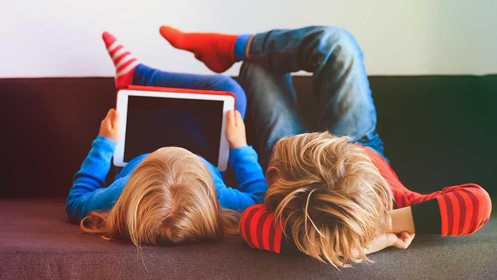 I nuläget tyder inget på att skärmtid ger positiva effekter för små barn, skriver 15 psykologer.