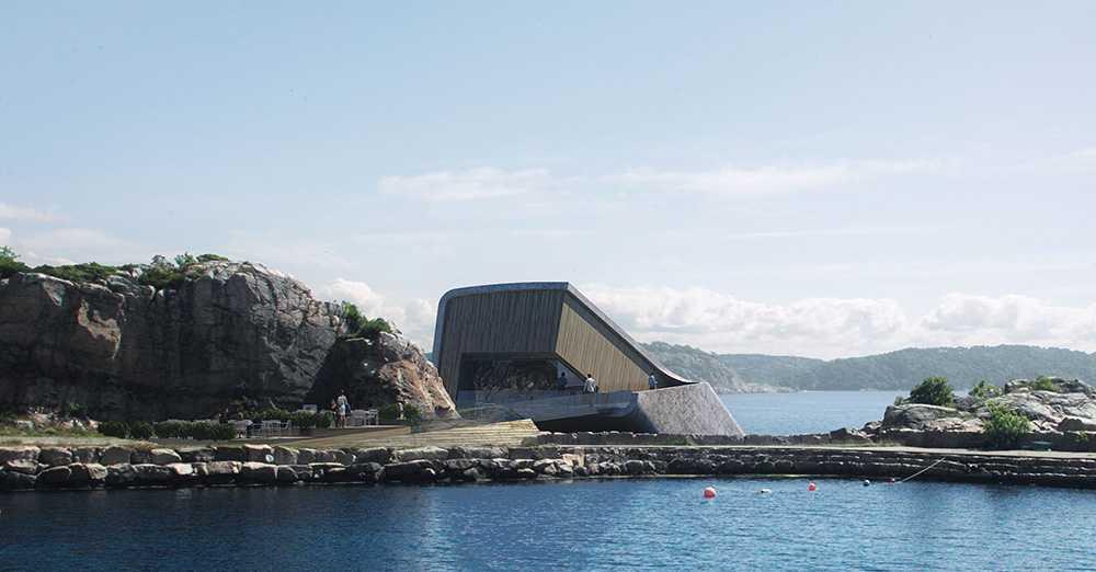 Betongblocket ser ut som en futuristisk kapsel som kraschat i havet.