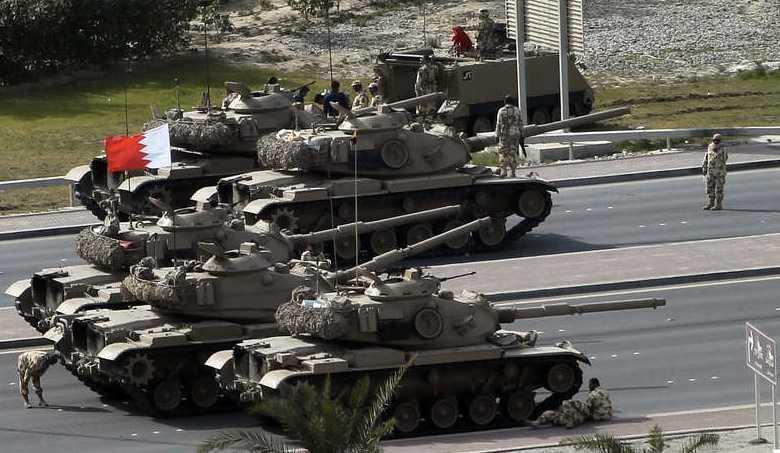 Armén i Bahrain, i närheten av protesterna.