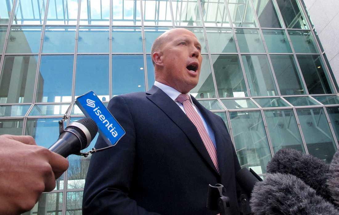 Australiens tidigare inrikesminister Peter Dutton, som utmanat Malcolm Turnbull om premiärministerposten, uttalar sig inför medier i Canberra på tisdagen.
