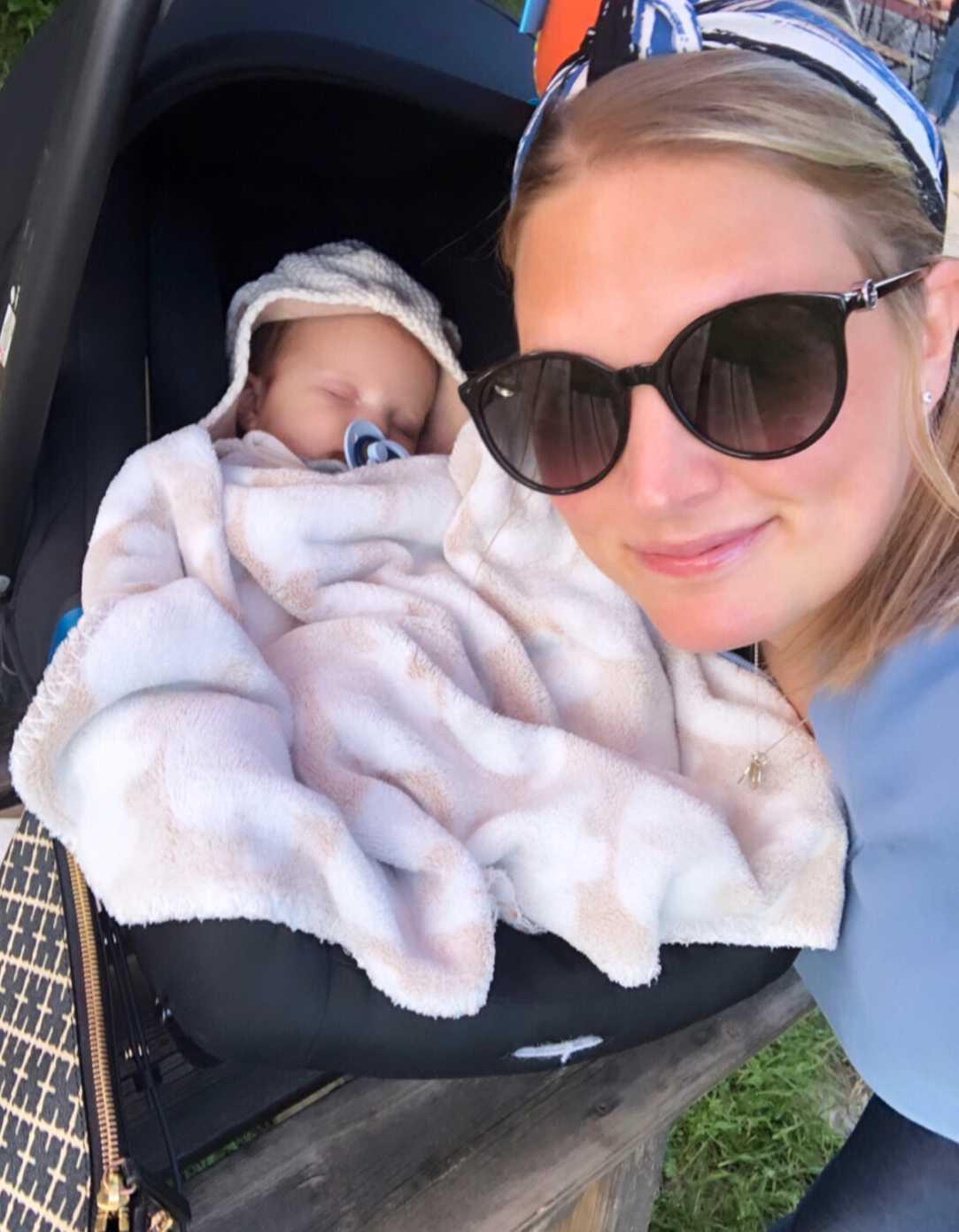 Nina med sin son.