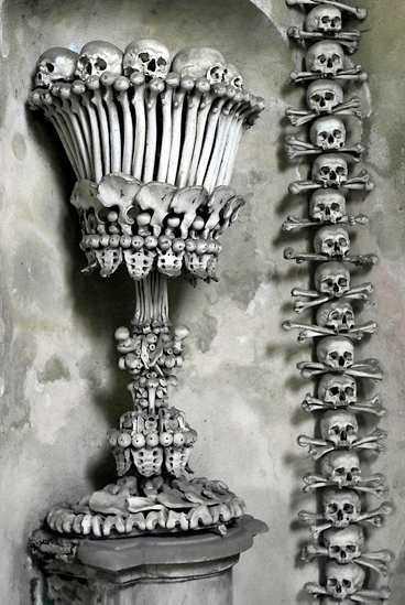 Kyrkan var en populär gravplats.Skeletten har en gång varit begravda på kyrkogården