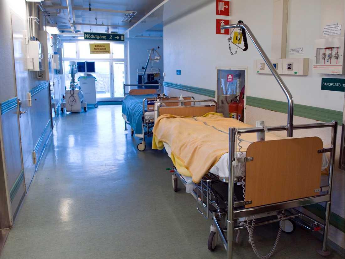 En man som vårdades för covid-19 på Nyköpings lasarett avled på väg till intensivvårdsavdelningen. Arkivbild.