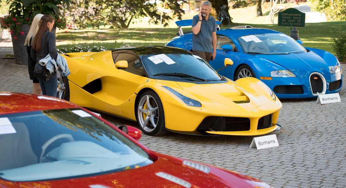 Den som köper en Ferrari i Sverige har i snitt redan fem andra bilar. Under pandemin har försäljningen exploderat.