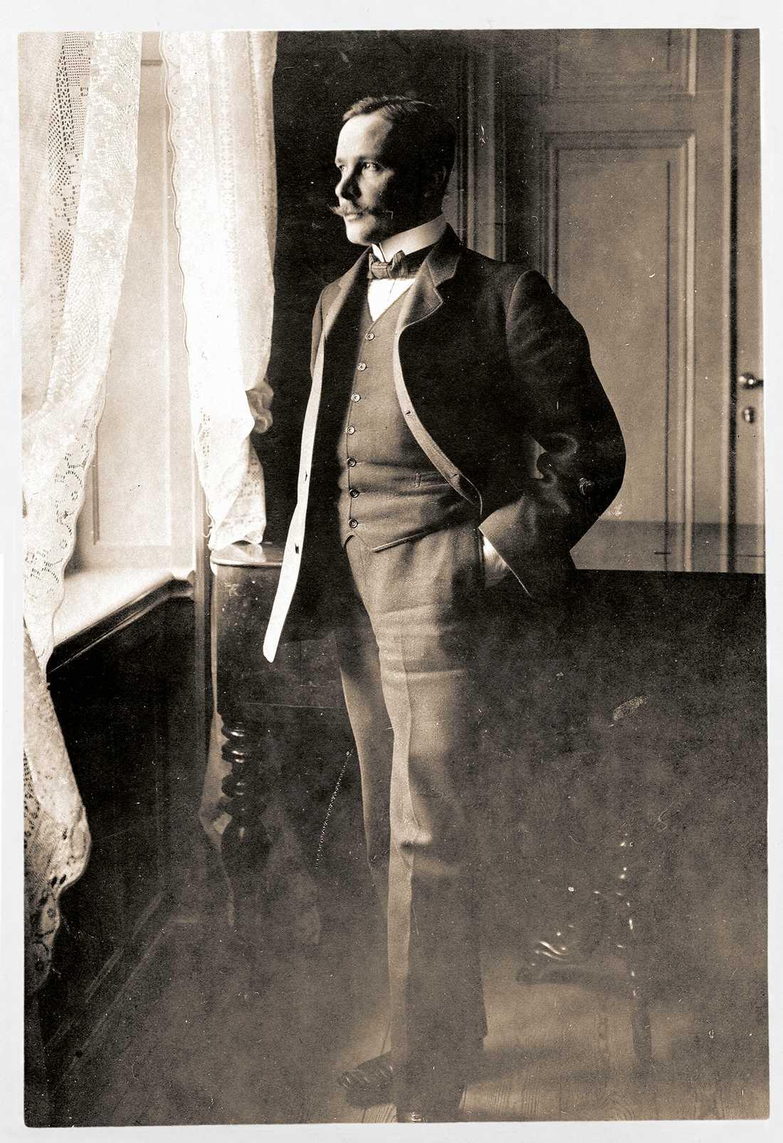 """Nobelpristagare I boken """"Äta dricka sjunga leva dö"""" finns bilder ur familjen Karlfeldts fotoalbum. Denna togs1904."""
