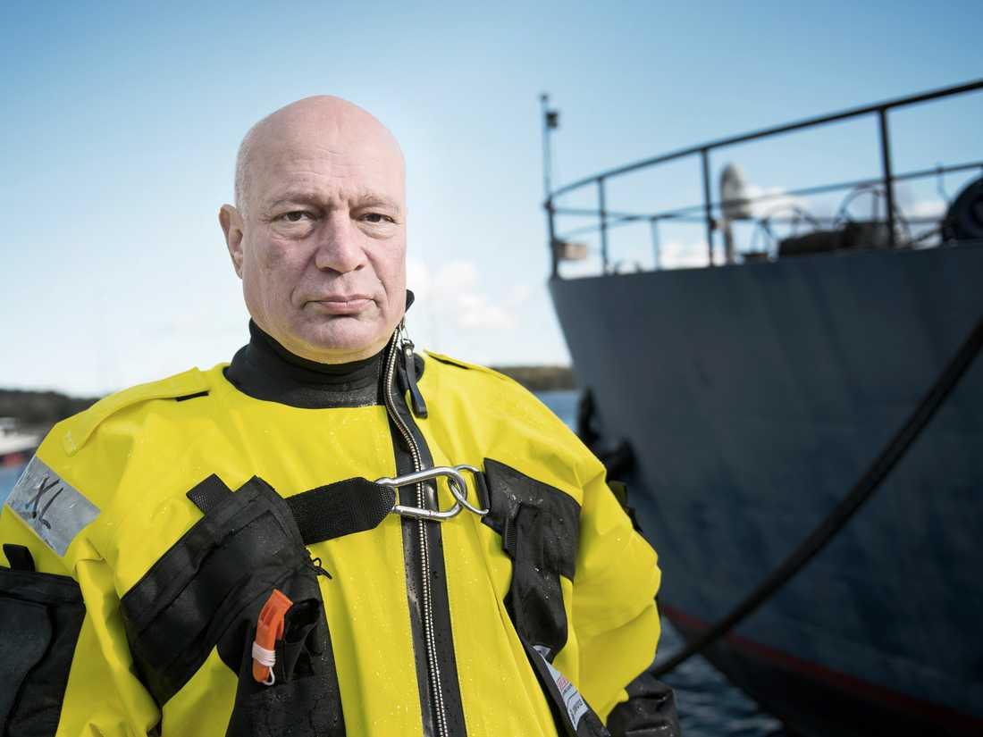 Landslagsmålvakt säljer tröjor för flyktingar | Aftonbladet