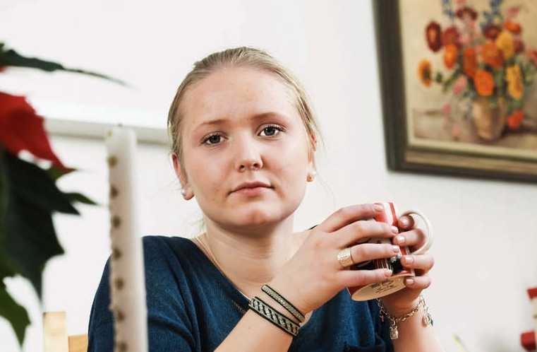 """Sanna Anehagen, 15, befann sig på olycksbussen när den krockade. Hon skadades lindrigt och säger att det hela kändes """"som i en film""""."""