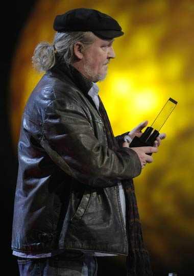 Plura Jonsson delade ut pris till Årets liveakt.