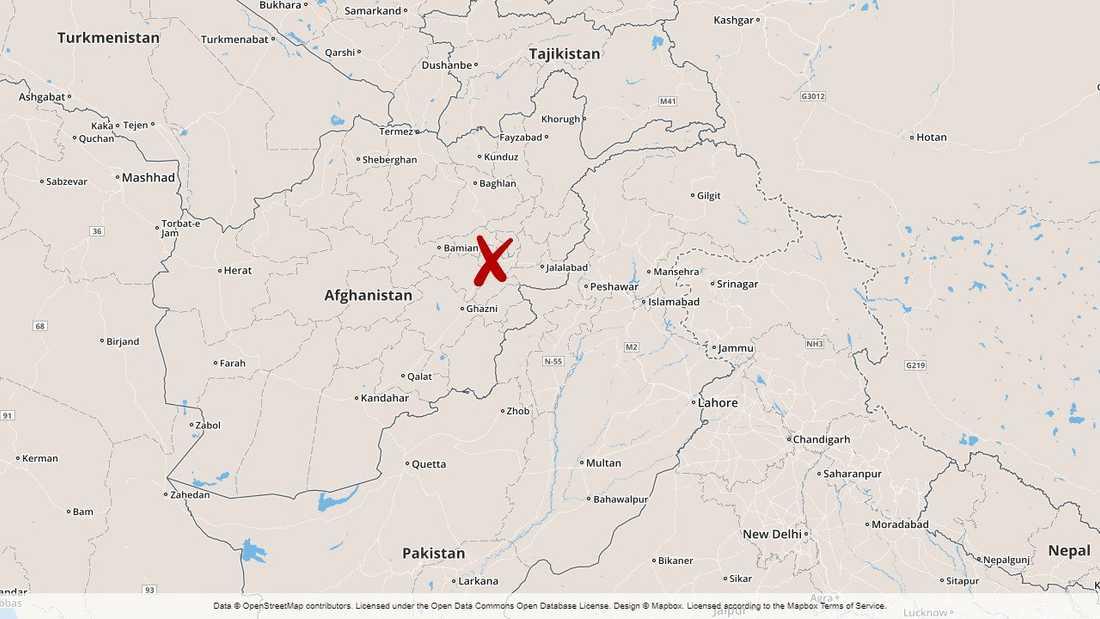 Minst tio människor dödades då en bilbomb detonerade i västra Kabul, meddelar myndigheterna.