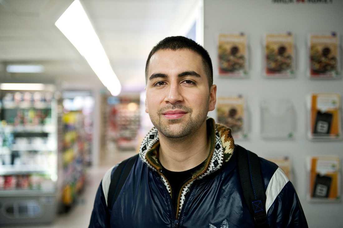 ÄR MATEN FÖR DYR I SVERIGE? Lennart Silveti, 25, studerande, Stockholm: – Ja, det tycker jag. Just mjölk dricker jag inte så mycket, men om priset stiger på kött skulle det kännas.
