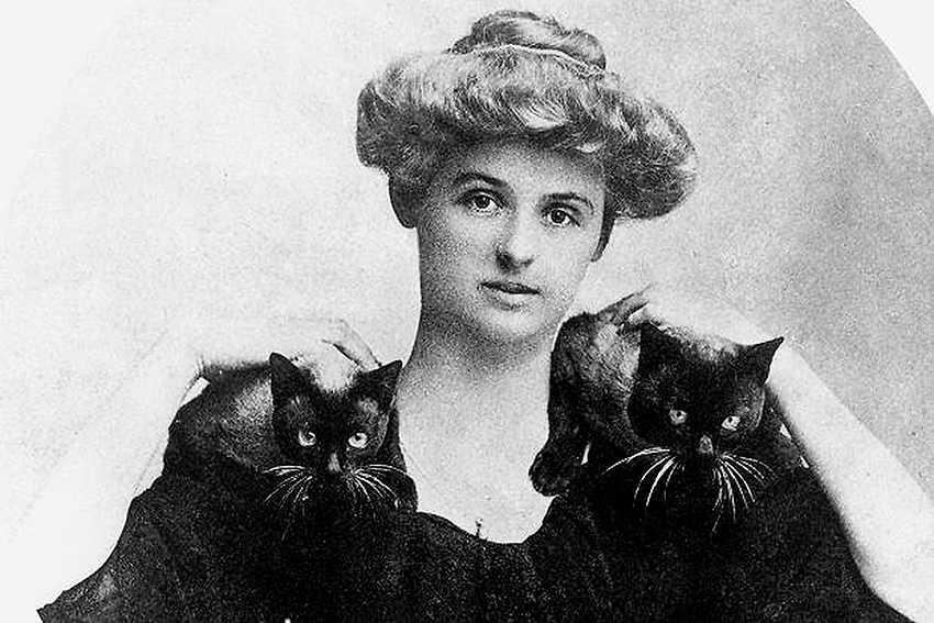 femme fatale Pauline Tarn (1877–1909) skrev storslaget om längtan efter död och frihet under pseudonymen Renée Vivien. Tarn som levde öppet som homosexuell dog ung i sviterna av anorexia och drogmissbruk.