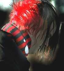 Chefen ser rött Sedan Markus färgade håret rött riskerar han att få sparekn från sitt jobb.