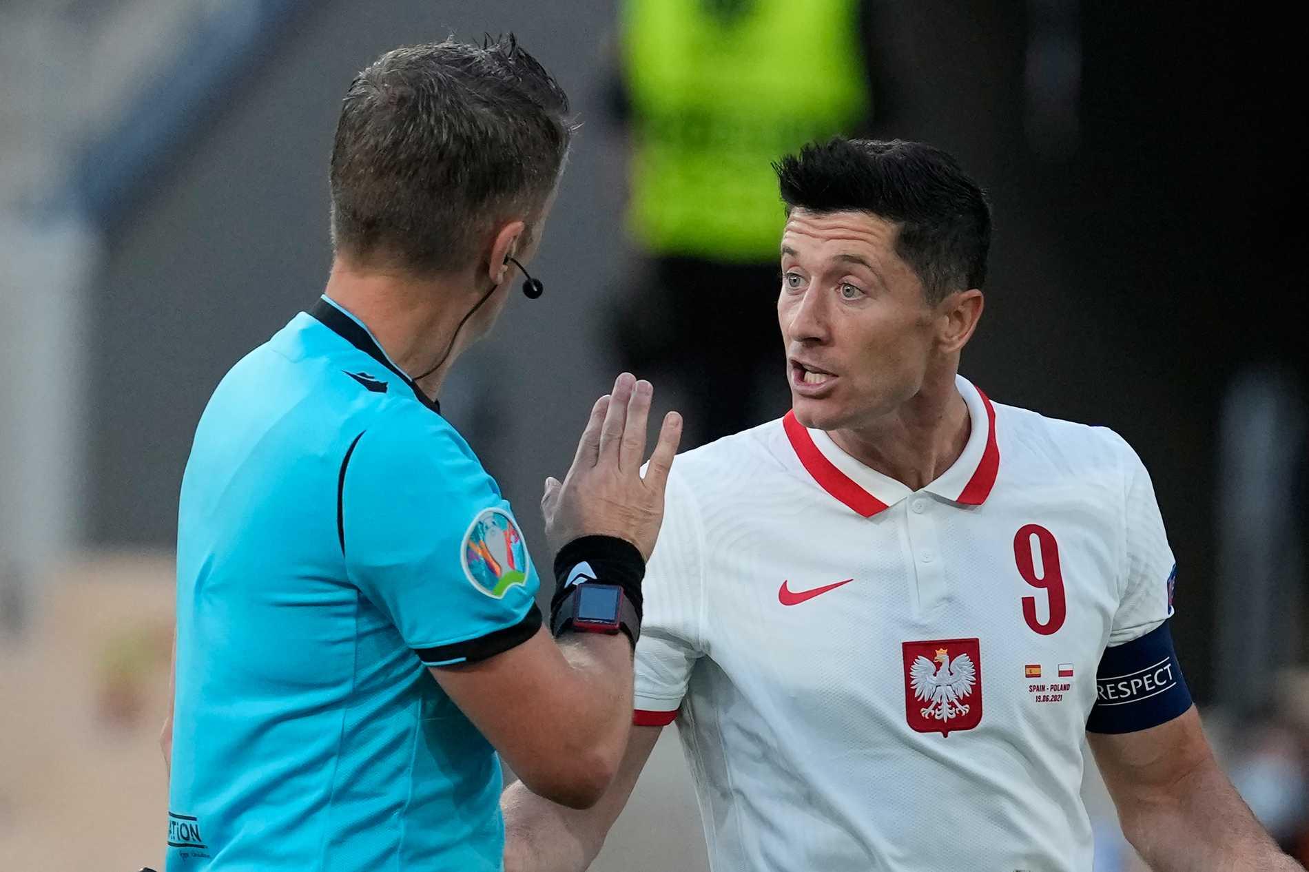 Polens storstjärna Robert Lewandowski gjorde mål mot Spanien, men laget är piskat att vinna mot Sverige i sista matchen för att gå vidare.