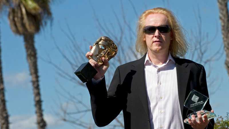 Paul Ottosson med sina utmärkelser från BAFTA och CAS. I natt kan han få komplettera samlingen.