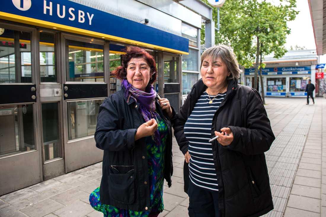 """Vad är mångkultur? """"Vi vill inte ha ett mångkulturellt samhälle. Vi vill vara med i det svenska samhället"""", säger Zeliha Dagli som tillsammans med Necla Bora bor i Husby."""