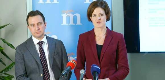 Moderaternas Tomas Tobé och Anna Kinberg Batra vid dagens pressträff.