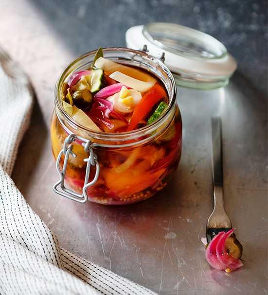 Picklade grönsaker är ett både gott och färgglatt tillbehör.