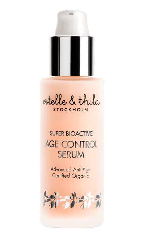 """""""Super bioactive age control serum"""", Estelle & Thild Låt dig inte skrämmas bort av namnet, alla kan använda det här serumet! Med astaxantin från mikroalger som bekämpar fria radikaler och motverkar UV-skador är det här det perfekta serumet för att hålla huden återfuktad och skyddad."""
