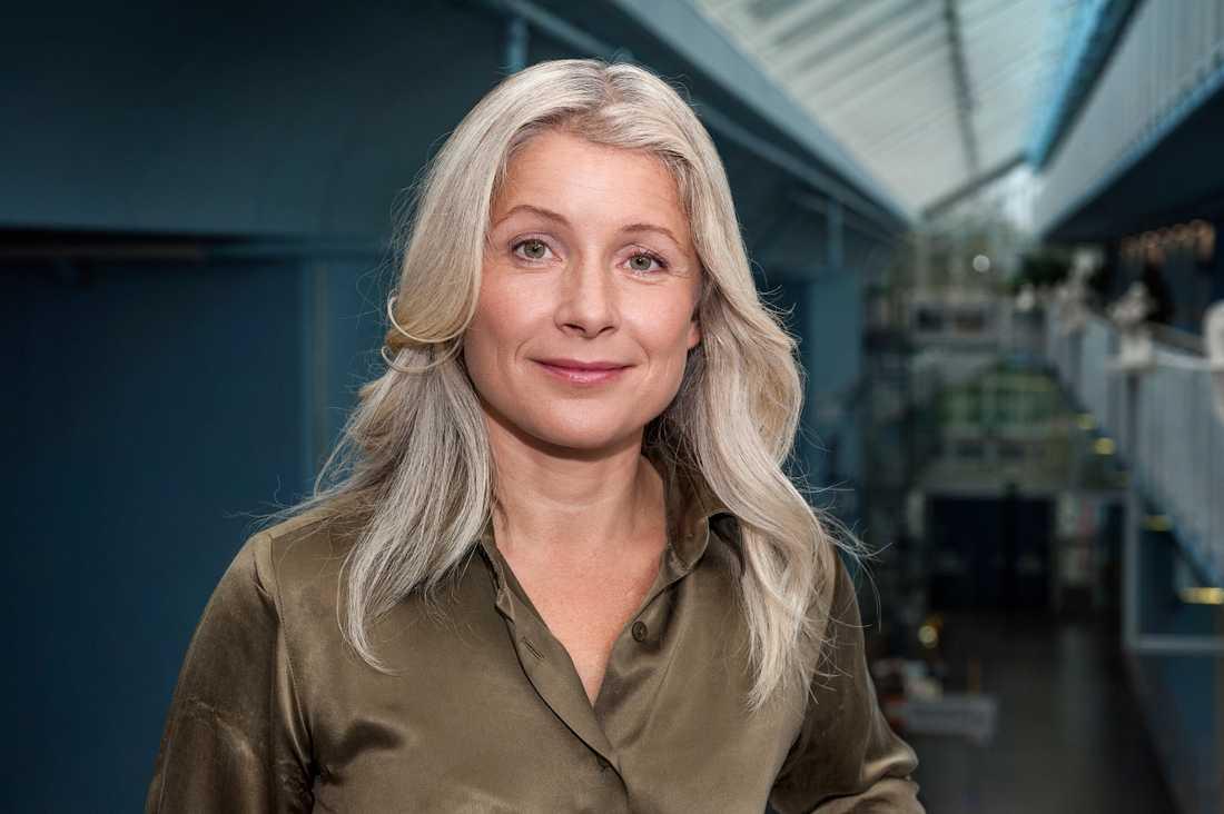 Anette Helenius säger sig inte ha fått informationen om att Perrellis reklam kommer att rulla under våren – samtidigt som Melodifestivalen syns på SVT.