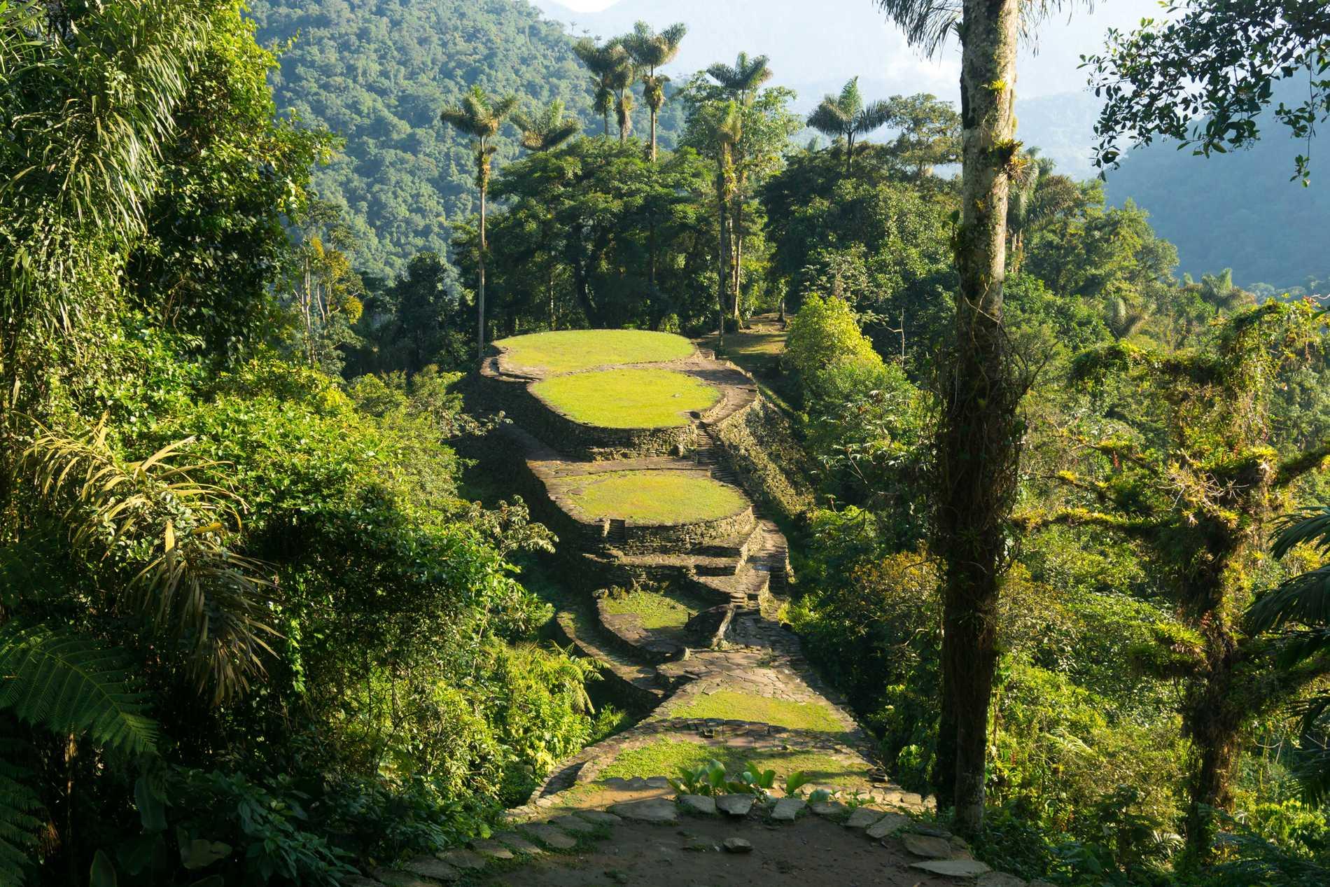 Ciudad Perdida består av flera torg, platåer och vägar i djungeln.