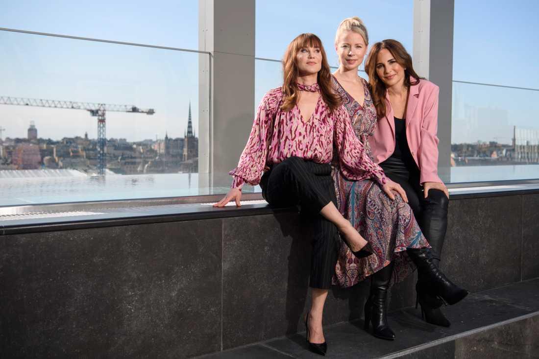 """Anja Lundqvist, Julia Dufvenius och Alexandra Rapaport, som tillsammans med Eva Röse är exekutiva producenter och huvudrollsinnehavare i Viaplay-serien """"Heder""""."""