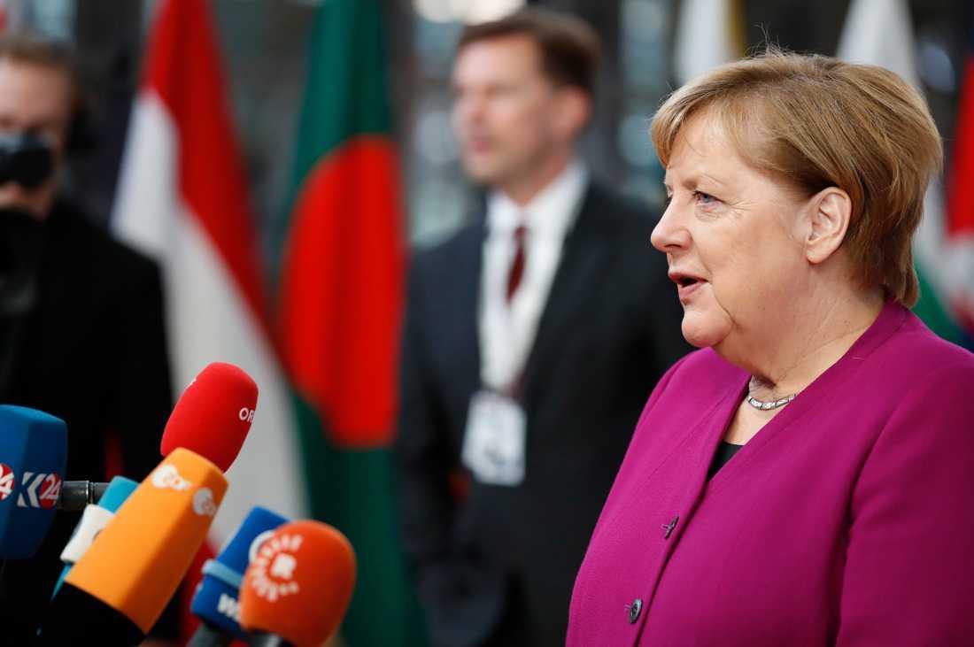 Tysklands förbundskansler Angela Merkel stoppar vapenexporten till Saudiarabien.