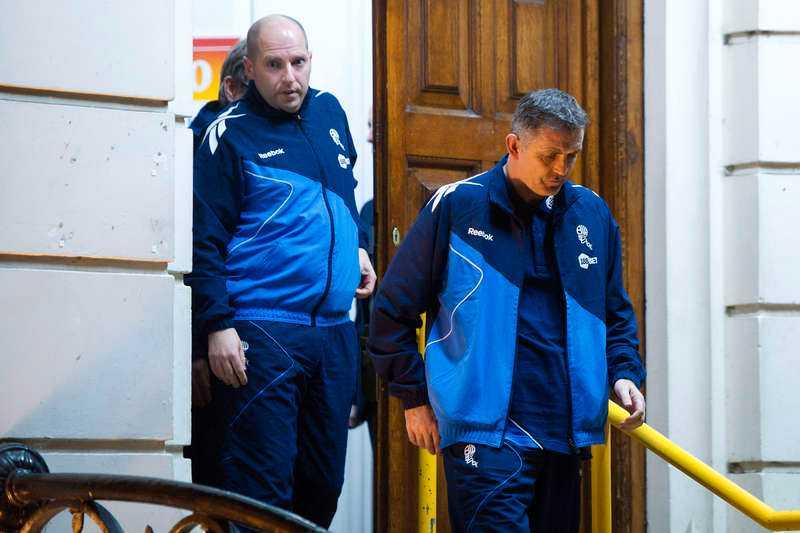 Boltons manager Owen Coyle (till höger) lämnar sjukhuset därMuamba vårdades i natt.