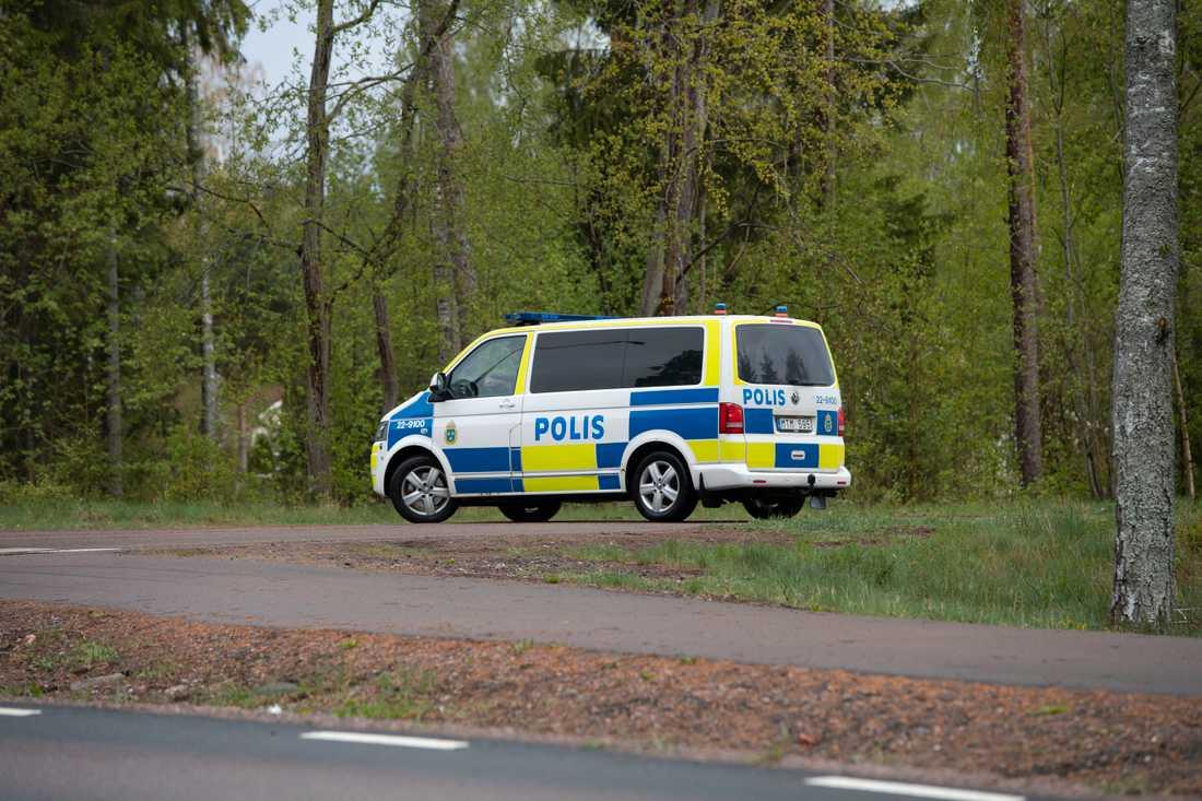Polisen har under morgonen sökt efter gärningsmannen i området.