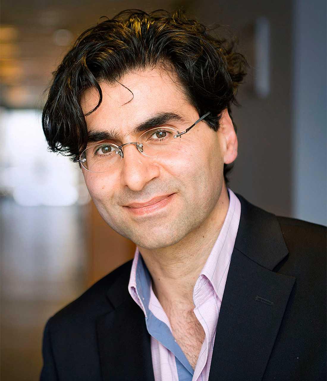 Ata Ghaderi, professor vid institutionen för klinisk neurovetenskap på Karolinska  institutet, är kritisk.
