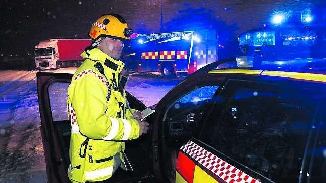 Räddningsledaren Joakim Eriksson hade fullt upp med alla avåkningar söder om Linköping.
