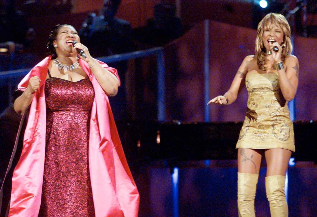 """2001 uppträdde soulstjärnan tillsammans med bland andra Mary J Blige i VH1:s specialkonsert """"Divas live: The one and only Aretha Franklin."""