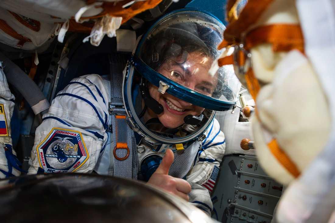 Jessica Meris rymdresa pågick i 205 dygn, och är den sjätte längsta i Nasas historia. Här strax efter landning på fredagen.