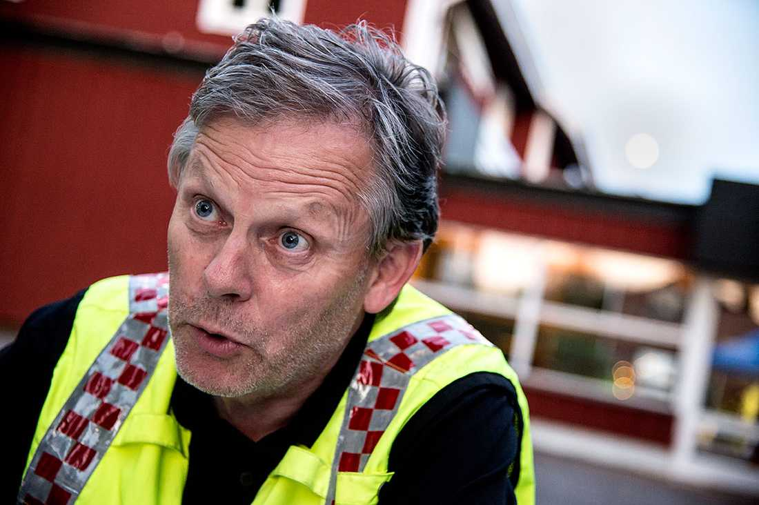 Brandchefen Lars-Göran Uddholm varnar för att grilla i hettan.