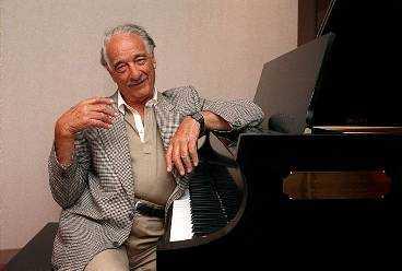 VICTOR BORGE DÖD Dansk-amerikanen Victor Borge och hans flygel fyllde konsertsalar världen runt i 70 år. I går avled han i sömnen i sitt hem i Greenwich, Connecticut i USA. Han skulle ha fyllt 92 år den 3 januari.