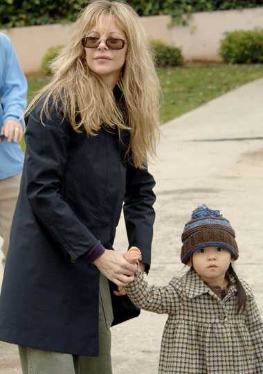Familjemys Meg Ryan med dottern Daisy på marknad hemma i Kalifornien.