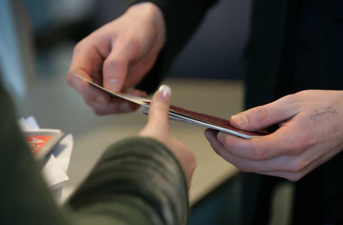 Två personer åtalas för att ha förfalskat pass och id-handlingar. Vad de skulle användas till är oklart. Arkivbild.