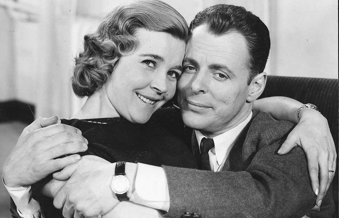 """Sven Lindberg och Alice Babs i komedin """"Det svänger på Slottet"""" från 1959."""
