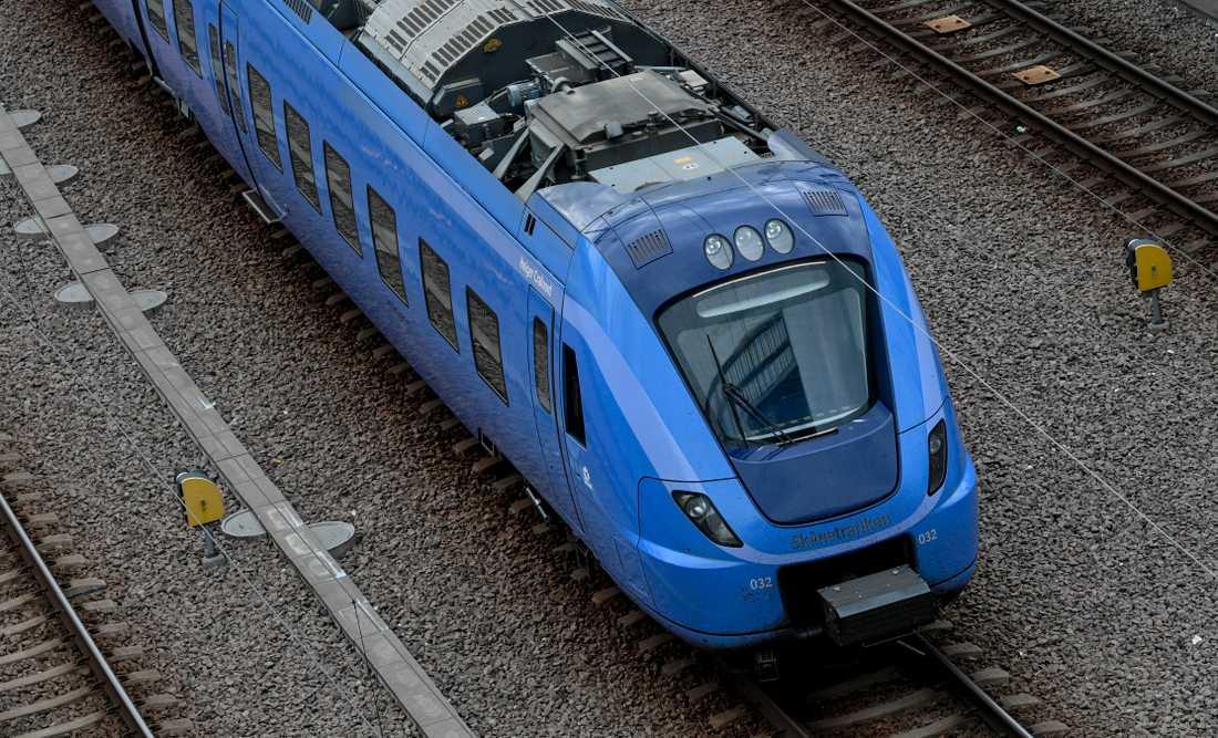 Både tåg- och bussresandet har minskat kraftigt.