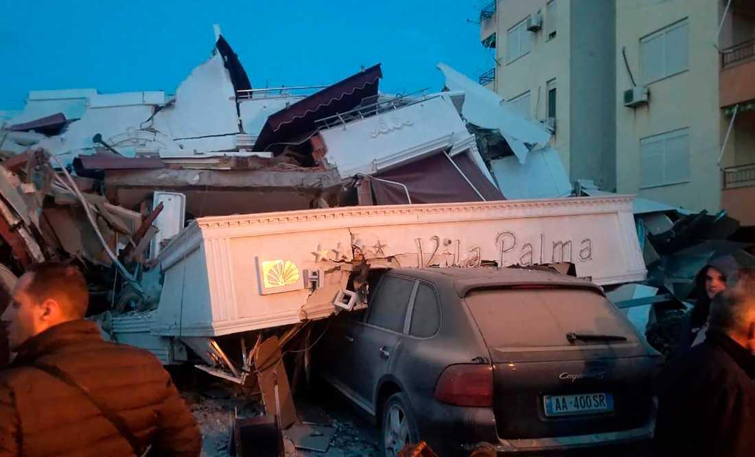 Flera har dött och ett 150-tal skadats efter en kraftig jordbävning i Albanien.