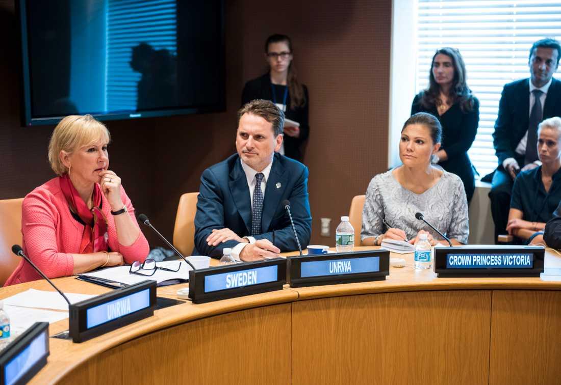 """FN-högkvarteret NEW YORK 2016. Utrikesminister Margot Wallström (S) och Kronprinsessan Victoria (th) samt UNRWA:s Pierre Krähenbühl (mitten) under ett möte om """"Den utdragna flyktingsituationen - vad kan vi göra mer?"""""""