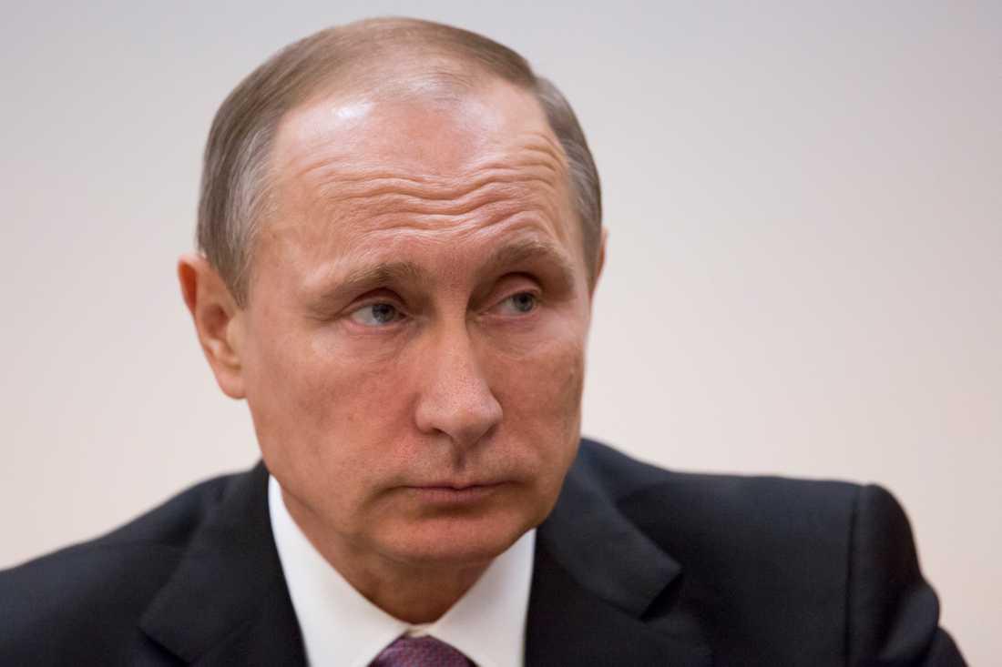 Vladimir Putin bor granne med Charlotte Perrelli.