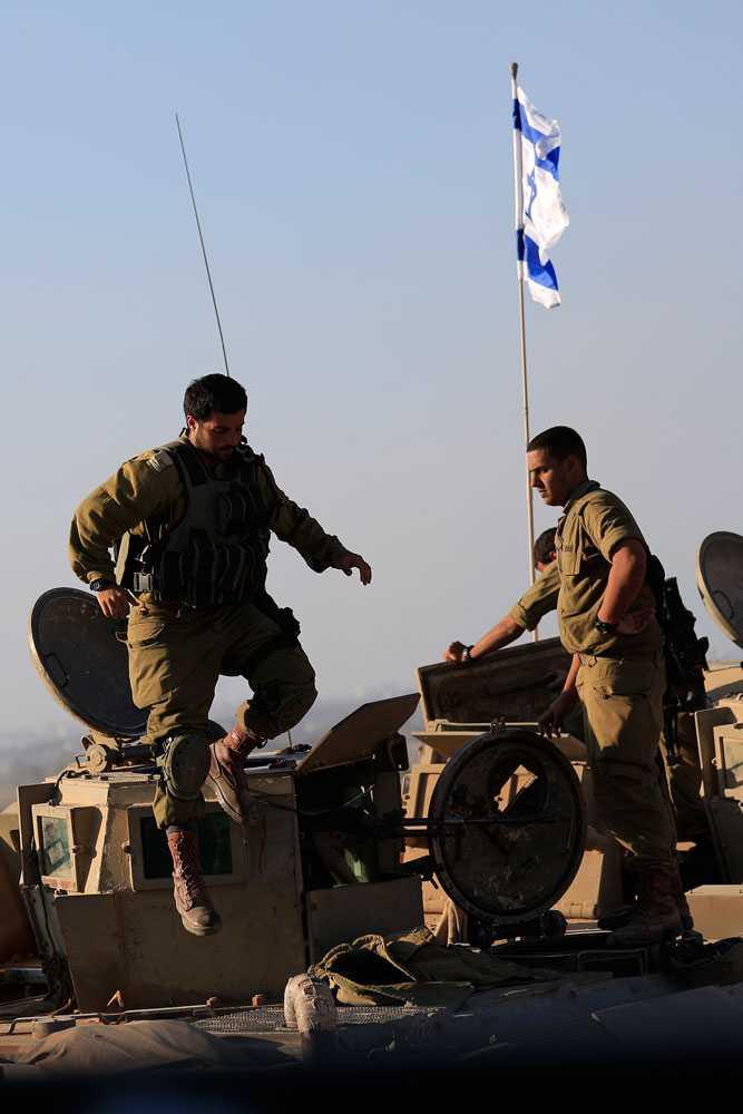 Nästa dag förklarar Israel att alla Hamas tunnlar som man känner till är förstörda. Samtliga marktrupper dras tillbaka från Gaza och ett tre dygn långt eldupphör som båda sidorna har accepterat börjar. Eldupphöret gäller till fredag morgon.
