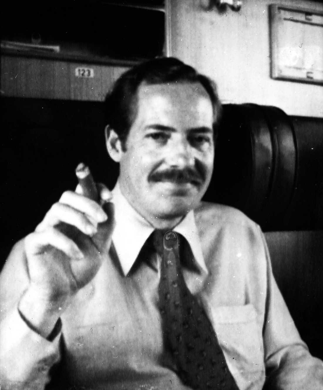 """""""När han kom till Säkerhetspolisen anställdes han omedelbart på Ryssroteln, vilket var Säpos mest prestigefyllda avdelning. Det är det som är mystiskt i hans karriär"""", säger Jan Guillou."""