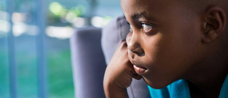 I åldern åtta till nio år är det inte ovanligt att barnen blir mer frånvarande och drömmande.